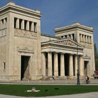Das 'Original' der Propyläen wurde im 5. Jahrhundert v. Chr. auf der Athener Akropolis errichtet.