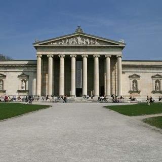 In der ionischen Glyptothek ist die bayerische Sammlung antiker römischer und griechischer Skulpturen untergebracht.