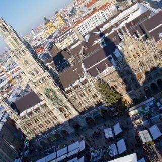 Das neue Rathaus ist der Sitz des Münchner Oberbürgermeisters. Es wurde 1867 bis 1909 von Georg von Hauberrisser im neugotischen Stil erbaut.
