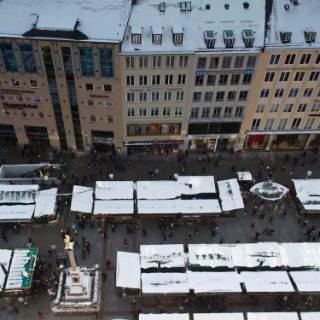 Der Marienplatz mit dem alten und neuen Rathaus ist der zentrale Platz der Münchner Innenstadt.