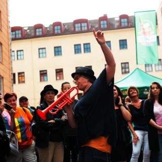 Viel Spaß trotz wechselhaftem Wetter beim Angertorstraßenfest
