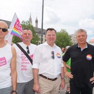 Schwule und Lesben feiern den CSD 2016 in München