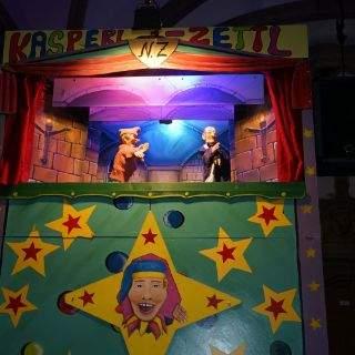 Der Kasperl Zettl schaut am Christkindlmarkt vorbei