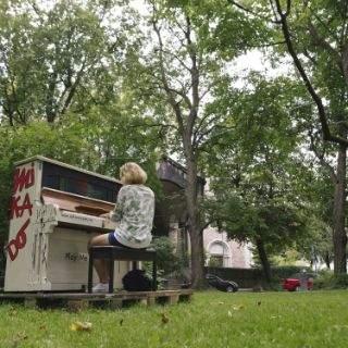 Play Me, I'm Yours - die Klaviere