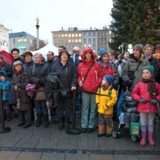 Kinder in München feiern Sankt Martin