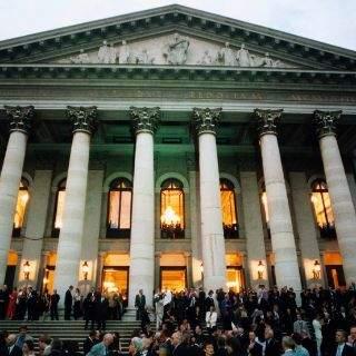 Während der Regierungszeit von Ludwig II. wurden im Nationaltheater die Wagner-Opern Tristan und Isolde, Die Meistersinger von Nürnberg, Das Rheingold und Die Walküre uraufgeführt.