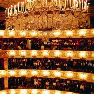 Der prachtvolle Innenraum des Nationaltheaters bietet Platz für ca. 2100 Zuschauer.
