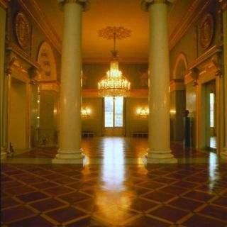 ...wird flankiert vom Nördlichen und Südlichen Ionischen Saal mit den entsprechenden Säulen.