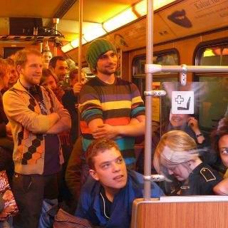 Nicht die Rush Hour füllte die U-Bahn am Samstagabend bis auf den letzten Stehplatz, sondern die Aussicht auf vier Stunden ebenso unterhaltsamen wie sozialkritischen Poetry Slam.