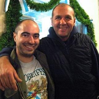 Vor acht Jahren waren Antonio und Marco aus Florenz schon mal hier.  Sie mögen das Augustiner-Bier und Haxn.
