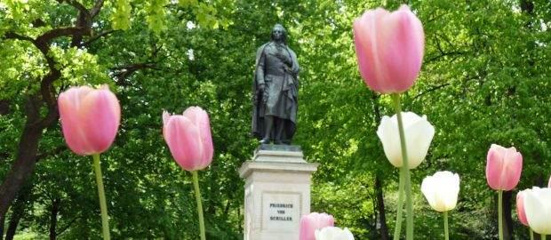 Das Schiller-Denkmal am Maximiliansplatz
