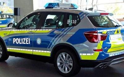 Ein neues blaues Einsatzfahrzeug der bayerischen Polizei