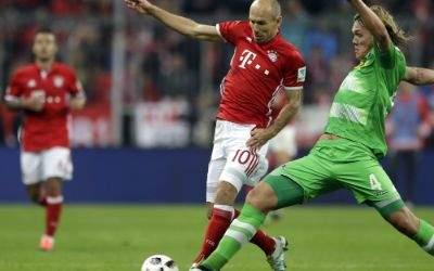 Arjen Robben im Duel mit Jannik Vestergaard