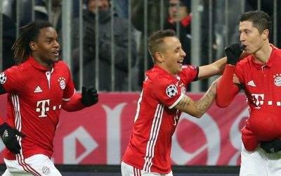 Champions League FC Bayern Muenchen gegen Atletico Madrid. Renato Sanches, Rafinha and Robert Lewandowski