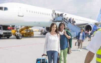 Flughafen München: Ein Flugzeug mit Passagieren