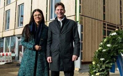 Prof. Dr. Merk und Herrn Dr. Klaus-Michael Dengler beim Richtfest in der Bodenseestr.