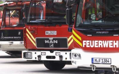 Feuerwehrautos in der neuen Feuerwache