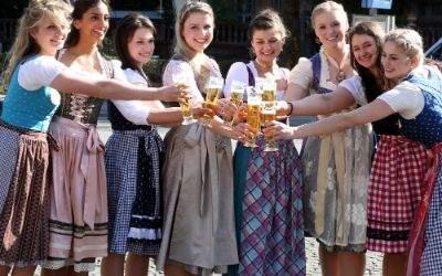 Die sieben Finalistinnen zur Wahl der Bayrischen Bierkönigin 2017