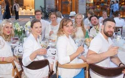 Junge Leute bei Diner en Blanc