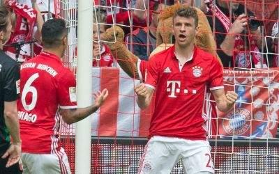 Bayerns Thomas Müller jubelt über seinen Treffer.