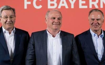 Karl Hopfner, Uli Hoeneß und Karl-Heinz Rummenigge (v.l.) bei der Pressekonferenz zum neuen FC Bayern Campus