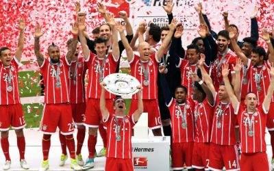 Bayern-Kapitän nimmt zum letzten Mal die Meisterschale in Empfang