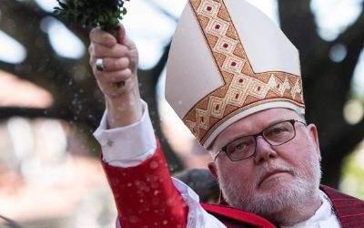Reinhard Kardinal Marx, Erzbischof von München und Freising, am 9.4.2017 bei der Palmsonntags-Prozession durch die Altstadt um die Frauenkirche in München