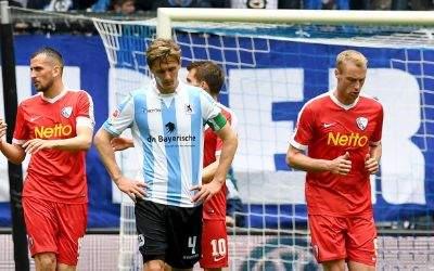 Die Spieler vom VfL Bochum jubeln nach dem 1:0 Treffer gegen den TSV 1860 München.
