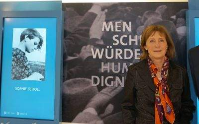 "Die Vorsitzende der ""Weiße Rose Stiftung e.V."", Dr Hildegard Kronawitter und Münchens Kulturreferent Dr. Hans Georg Küppers"