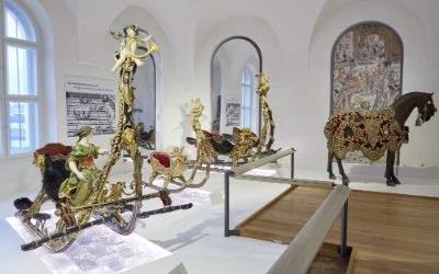Der neue Ausstellungsraum für Schlitten im Marstallmuseum