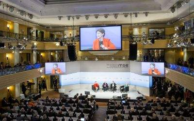US-Senatorin Jeanne Shaheen spricht auf der Sicherheitskonferenz 2017