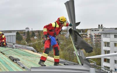 """Sturm """"Herwart"""" -  In der Prager Straße lösten sich Teile der Blechbedachung eines fünfstöckigen Gebäudes"""