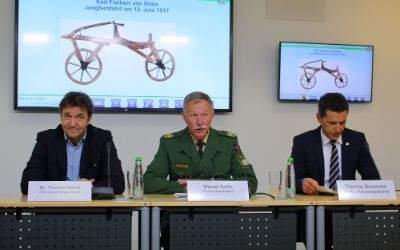 Kreisverwaltungsreferent Dr. Thomas Böhle mit Polizeivizepräsident Werner Feiler bei der Pressekonferenz Gscheid Radln