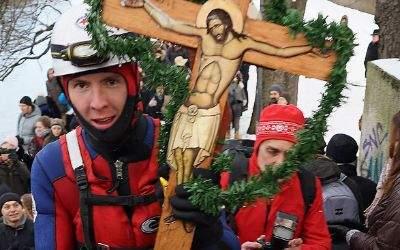 Traditionell segnen die griechisch-orthodoxen Christen am Dreikönigstag das Wasser der Isar