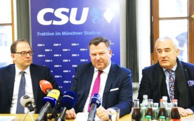 Josef Schmid, Manuel Pretzl und Ludwig Spaenle bei der PK im Münchner Rathaus
