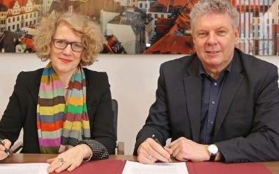 OB Dieter Reiter und Zürichs Stadtpräsidentin Corine Mauch bei der Unterzeichnung