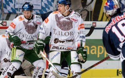 Abeltshauser zieht vor dem Augsburger Kasten ab.