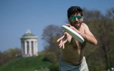 Pablo beim Frisbee-Werfen