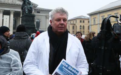 """Kundgebung """"Die Ärzte kommen"""" am Max-Joseph-Platz"""