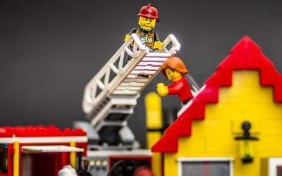 Lego: Feuerwehrleute retten eine Frau