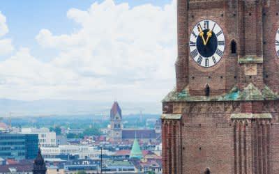 Frauenkirche mit Uhr
