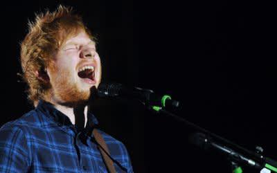 Ed Sheeran während eines Konzerts