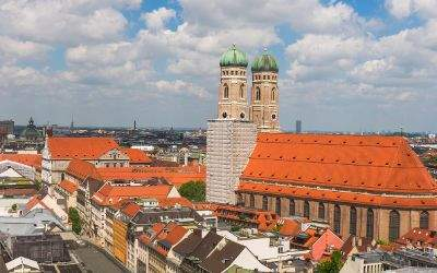 Die Frauenkirche im Sommer