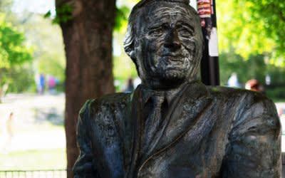 Denkmal für Helmut Fischer an der Münchner Freiheit