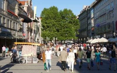 Die Fußgängerzone in der Neuhauser Straße