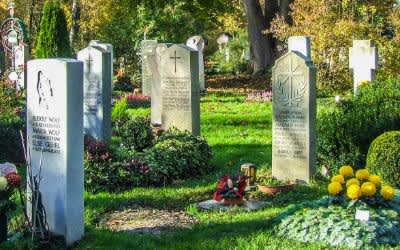 Gräber auf dem Westfriedhof an Allerheiligen