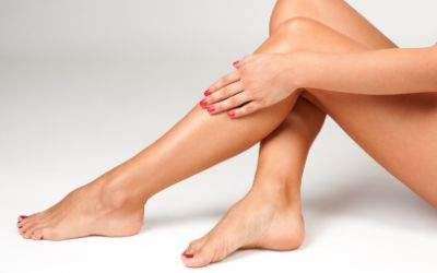 Glatt rasierte Beine