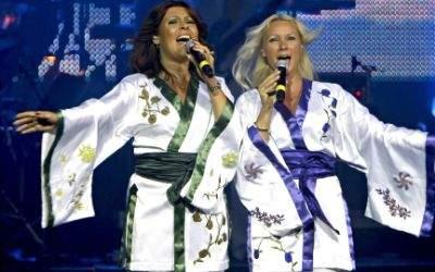 Katja Nord und Camilla Dahlin in der ABBA-Show