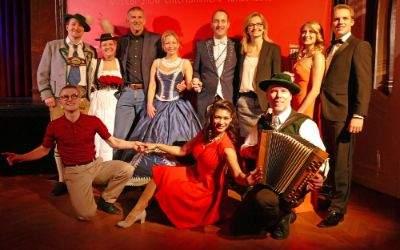 Ballsaion 2017 im Deutschen Theater: Geschäftsleitung des Deutschen Theaters mit Tanzpaaren und dem Narrhalla Prinzenpaar