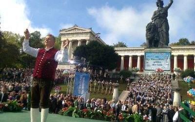 Wiesn-Platzkonzert vor der Bavaria mit OB Dieter Reiter